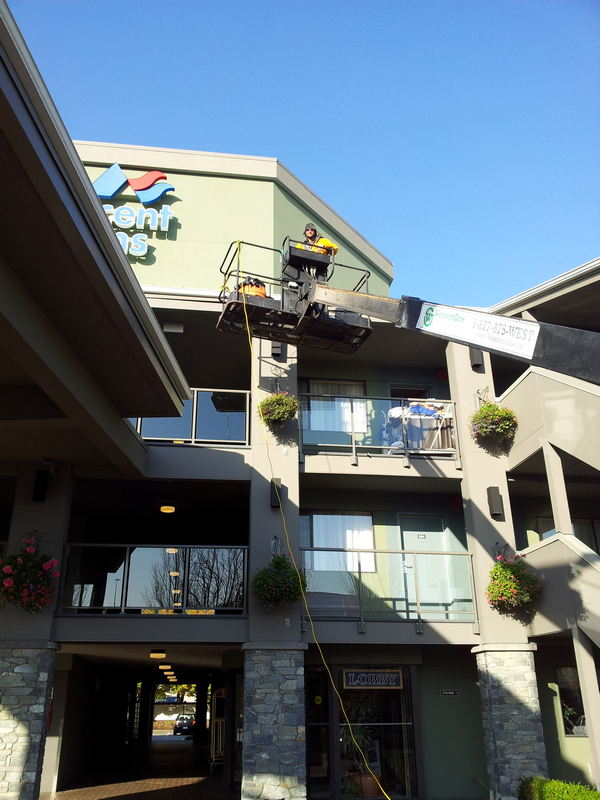 commercial exterior building cleaning